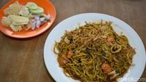 Mengintip Proses Pembuatan Mi Aceh Bungong Seulanga