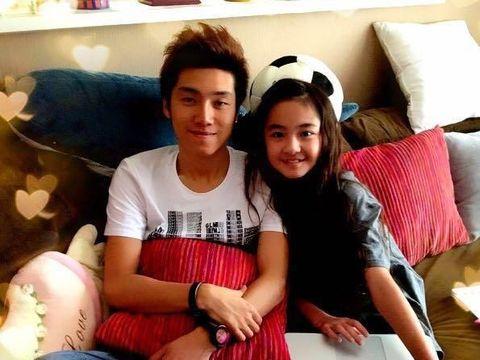 Saat Zhang Muyi yang berusia 24 tahun jatuh cinta pada Miki Akama yang berusia 12 tahun