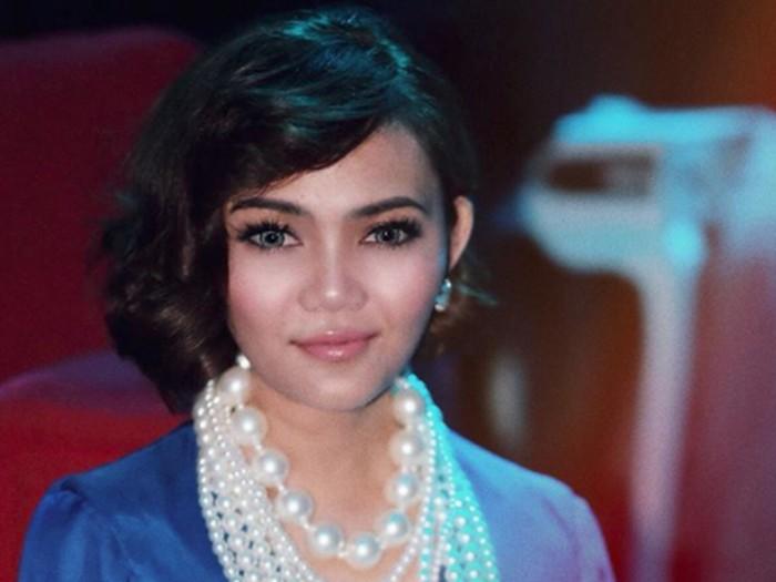 Penampilan Rina Nose yang dibully netizen.