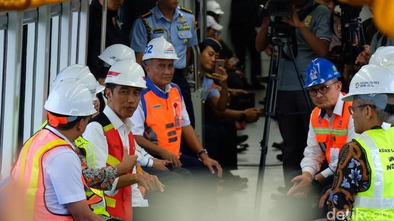 Jokowi Jajal LRT Palembang ke Stasiun Jakabaring