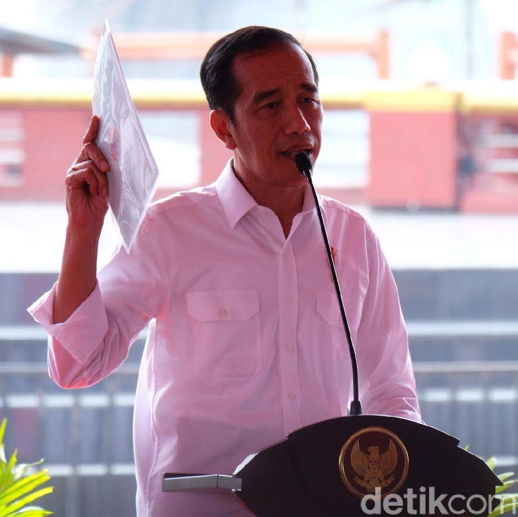 Tiba di Pekalongan, Jokowi Diserbu Warga dan Tinjau Pasar Batik