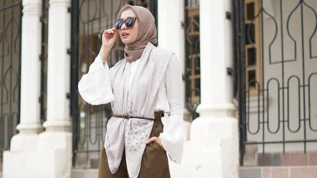 Bosan dengan Hijab Segi Empat Motif? Ini Solusi dari Laudya C. Bella