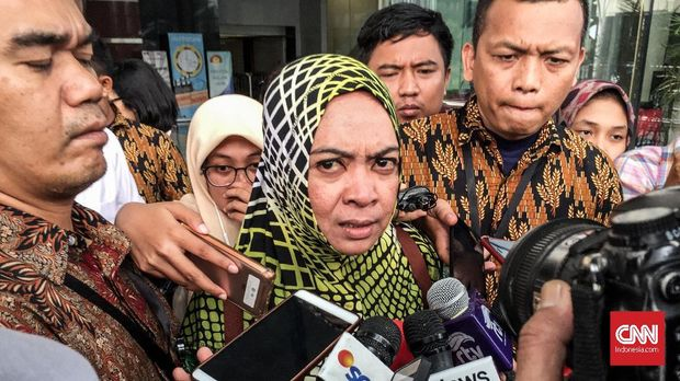 Politikus PAN eks napi korupsi Wa Ode Nurhayati.