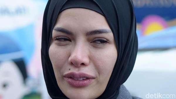 Hijrah, Nikita Mirzani Wajahnya Jangan Sembab Dong...