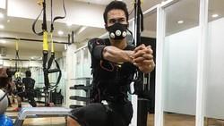 Ryuji Utomo, pesepak bola yang tergabung dalam timnas Indonesia ini punya badan yang kekar banget! Tak heran mantan kekasih Ariel Tatum ini banyak fansnya.