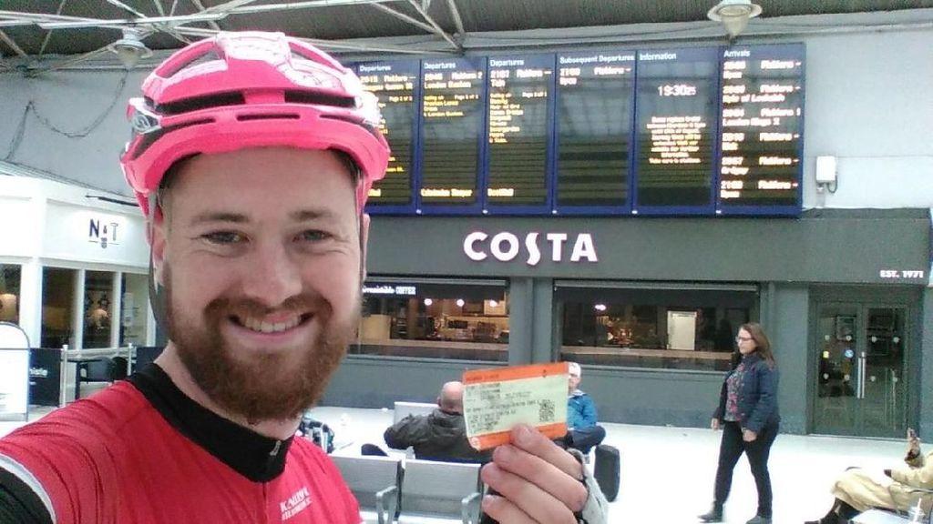 Sepedanya Nggak Boleh Masuk Kereta, Pria Ini Gowes Sejauh 271 Km