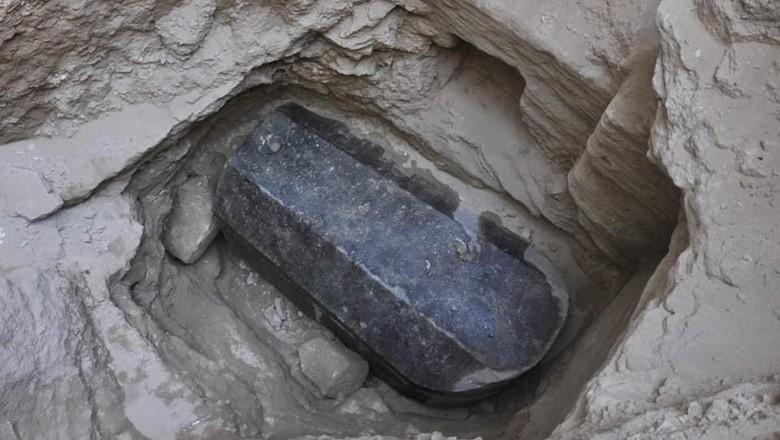 Heboh Penemuan Peti Mati Misterius dari 2.000 Tahun Lalu