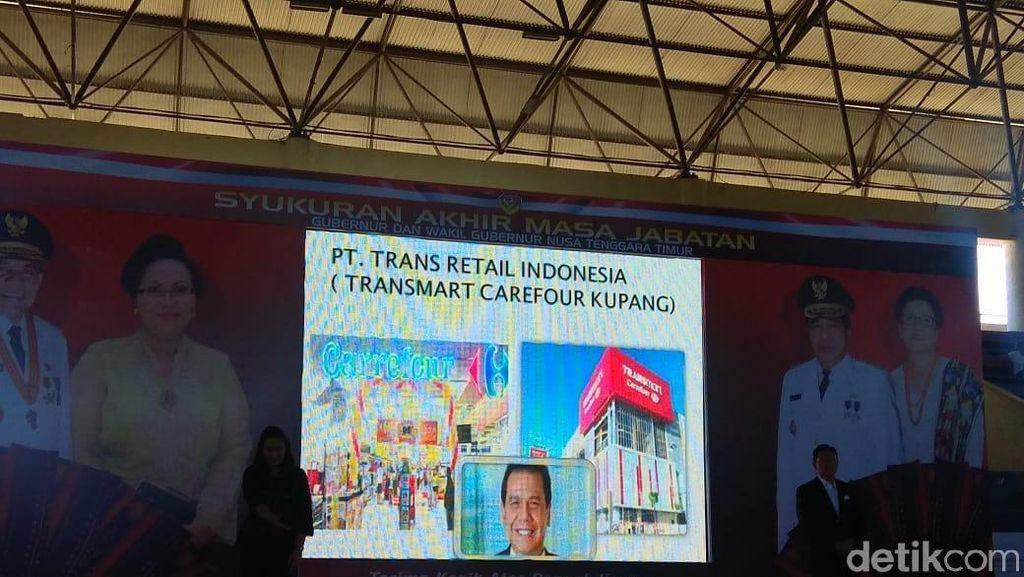 Bangun Transmart di Kupang, CT Dapat Penghargaan Pemprov NTT