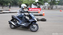 Sensasi Motor Hybrid Pertama, Honda PCX
