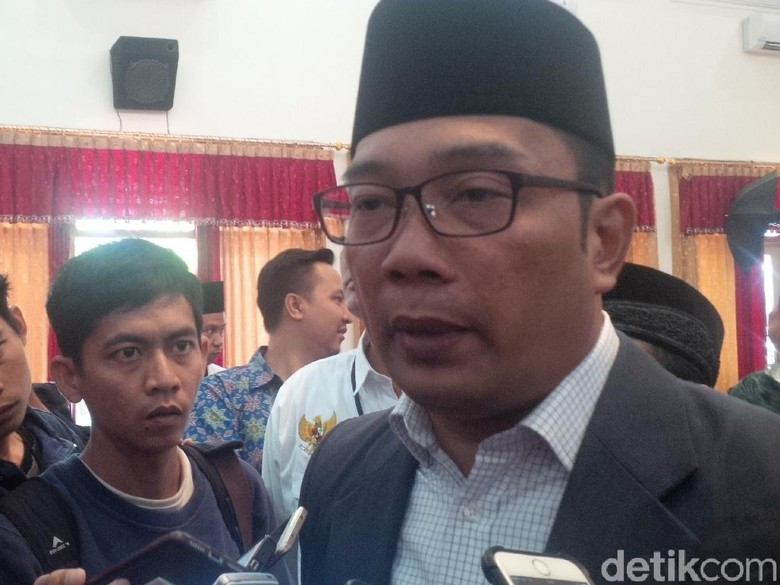 Cerita Ridwan Kamil Dimaki dan Ditabrak Biker yang Hindari Razia