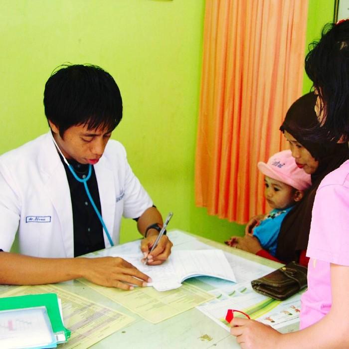 Karena keinginannya menjadi dokter, Ifran lantas pindah ke Universitas Muslim Indonesia, Makassar. Foto: Instagram/ifranakhmad