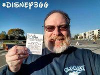 Fans Disney Sejati, Pria Ini Pergi ke Disneyland Setiap Hari dalam 5 Tahun