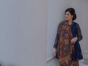 Anggun banget deh pakai baju ini. (Foto: Instagram @garyevan/ @rio_yapari/ @ristoyapari)