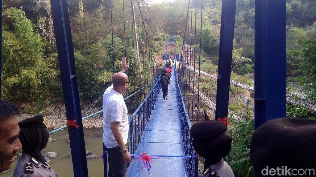 Menlu Retno Resmikan Jembatan Diplomasi di Garut