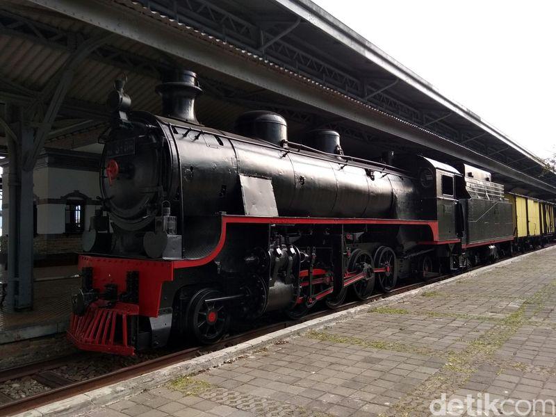 Saat ini, sedikitnya ada 3 lokomotif kereta uap yang digunakan untuk melayani wisatawan di Museum Kereta Api Ambarawa, Semarang (Eko Susanto/detikTravel)