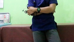 Selain pelatih, untuk menunjang kondisi fisik pemain Timnas Indonesia agar tetap prima ada sosok dokter yang diandalkan. Ya, ia adalah Ifran Akhmad.