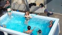 Benedetto Buffalino mengubah mobil menjadi menjadi kolam renang. Foto: Pool (@bufalinobenedetto)