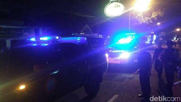 Mobil Gegana dan Jibom Tinggalkan TKP Baku Tembak Kaliurang