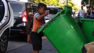 Viral Bocah Bali Minum dari Tong Sampah, Ini Cerita di Baliknya