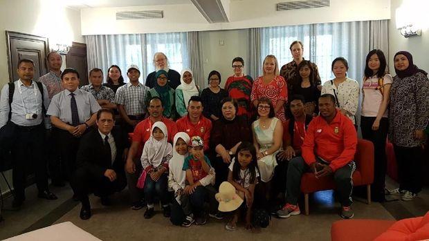 Delegasi Indonesia dalam Kejuaraan Dunia Atletik U-20, bersilaturahmi dengan tim Asosiasi Persahabatan Indonesia-Finlandia di Tampere, Helsinki, Jumat (13/7).