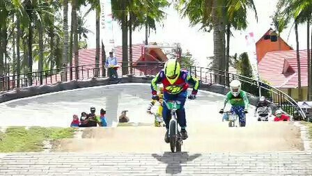 Wiji Lestari Juara Kelas Junior Women Banyuwangi International BMX 2018