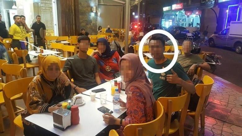 Foto: EA (lingkaran putih) dan 5 turis WNI yang ditinggal di Maroko (dok Istimewa)