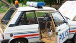 Saat Mobil Menjadi Kandang Ayam dan Kolam Renang