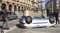 Benedetto Buffalino mengubah mobil menjadi tenis meja untuk masyarakat umum. Foto: Pool (@bufalinobenedetto)