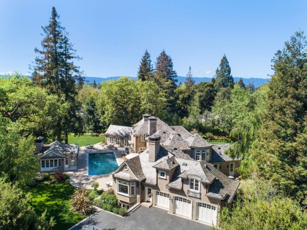 Eksekutif Sillicon Valley dan mantan manajer Apple Dale Fuller, berencana menjual rumahnya di California, Amerika Serikat dengan harga USD 19,8 juta atau setara dengan 284 miliar rupiah. Foto: Bernard Andre/Business Insider