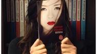 Selfie Kreatif Pakai Sampul Buku? Bisa