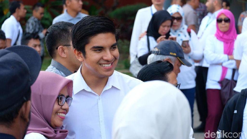 Potret Menpora Ganteng Malaysia Jadi Sasaran Selfie di Jakabaring