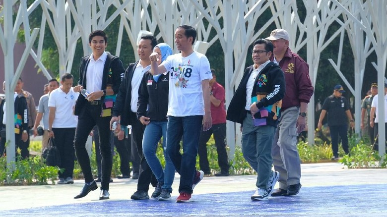 Jokowi-Cak Imin-Menpora Ganteng Malaysia Kompak Berkostum Asian Games