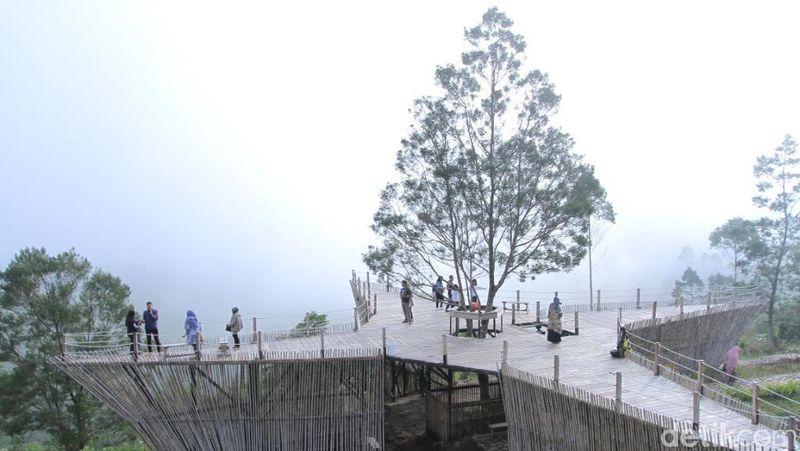Inilah obyek wisata Teras Bintang yang terletak di Kecamatan Rancabali. Destinasi ini cocok dikunjungi buat kamu-kamu yang hobi selfie. (Wisma/detikTravel)