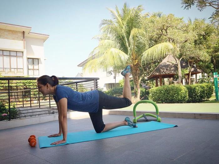 Wanita yang lahir pada tanggal 8 Januari 1979 ini gemar olahraga yoga. (Instagram/dagnesia)