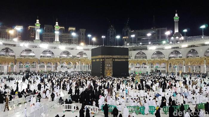 Suasana Masjidil Haram Sebelum Jemaah ke Tanah Suci. (Foto: Fuad Fariz R)