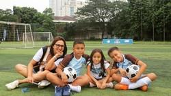 Yuk lihat gaya hidup sehat presenter Piala Dunia 2018 Donna Agnesia ketika bersama keluarganya yang juga gemar berolahraga.