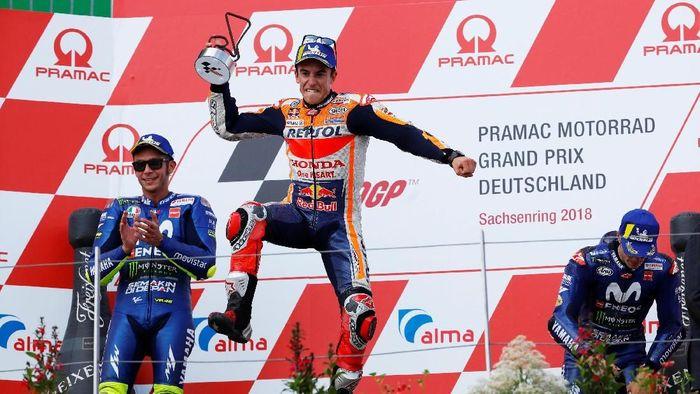 Marc Marquez mengokohkan posisi di puncak klasemen usai kemenanga di MotoGP Jerman 2018 (Foto: Fabrizio Bensch/Reuters)