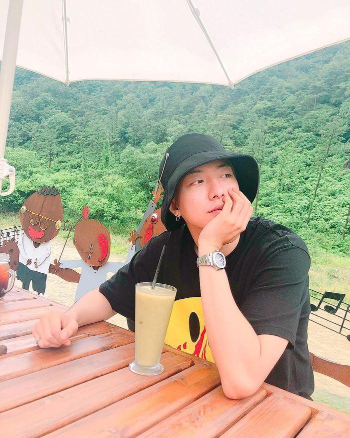 Mengawali karirnya di dunia musik, Lee Jung Shin juga pintar berakting. Ia pernah main drama Longing Heart Foto: Instagram @leejungshin91