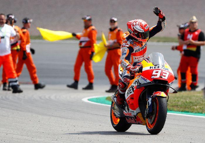 Marc Marquez sang SachsenKing meraja lagi di Sachsenring usai memenangi MotoGP Jerman 2018 (Foto: Fabrizio Bensch/Reuters)