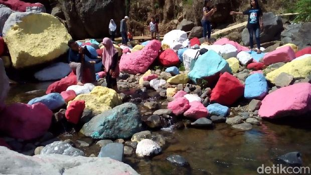 Batu Kali Dicat Berwarna di Kudus: Dikecam Justru Bikin Penasaran