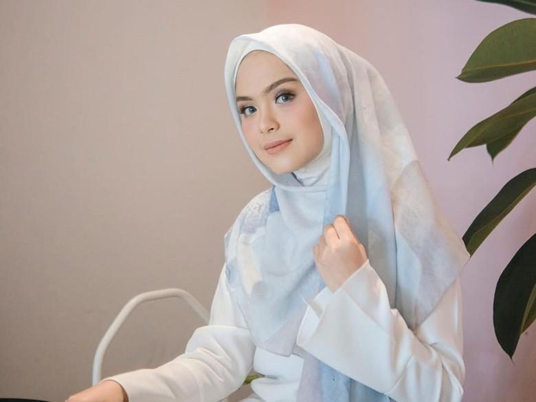 Pertama Pakai Gaun Usai Berhijab, Vebby Palwinta Sumpah Cantik Banget!