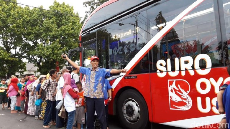 Naik Bus Bayar dengan Botol Plastik Antar Surabaya Masuk Nominasi