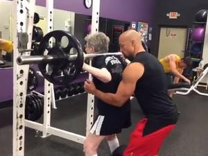 Nenek 90 Tahun Ini Kuat Angkat Beban 102 Kg Demi Usir Rasa Sedih