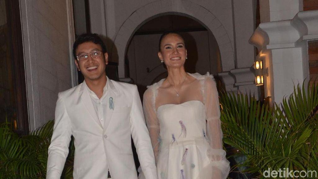 Kejutan Spesial di Resepsi Nadine Chandrawinata dan Dimas di Jakarta