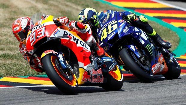 Valentino Rossi masih tertinggal dari Marc Marquez di klasemen pebalap MotoGP 2018.