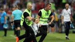 Band Punk Pussy Riot Sampaikan Protes di Final Piala Dunia