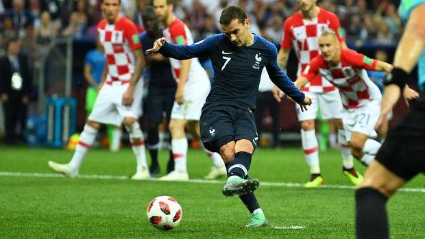Gol penalti Antoine Griezmann berbau keberuntungan lantaran kini sudah ada teknologi VAR yang memungkinkan wasit melihat hal yang sudah lewat.