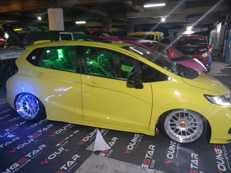 Mobil-mobil adu keren di Malang. Foto: Muhammad Aminudin