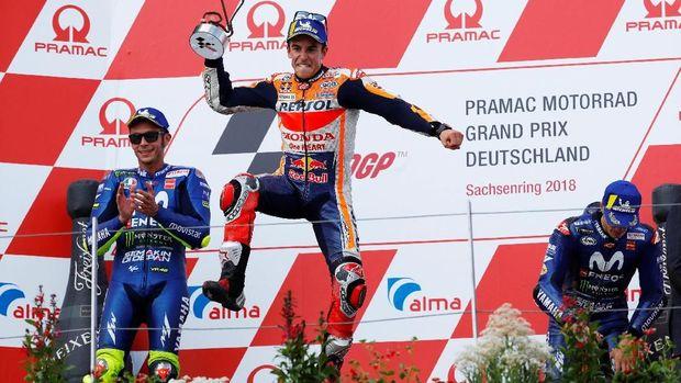 Marc Marquez didampingi dua pebalap Yamaha dalam podium MotoGP Jerman 2018.