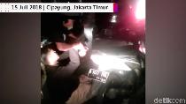 Video: Pria Dibegal di Jembatan Tol Jagorawi, Tubuh Luka Bacok